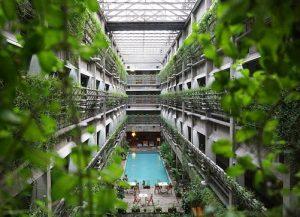 jardín del hotel 300x217 - Hoteles ecológicos de todo el mundo