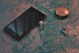 mapa teléfono inteligente 300x201 - Geoetiquetado: estas destruyendo el medio ambiente sin darte cuenta