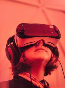 tecnología de VR 221x300 - ¿Cómo puede la realidad virtual ayudar a proteger el medio ambiente?