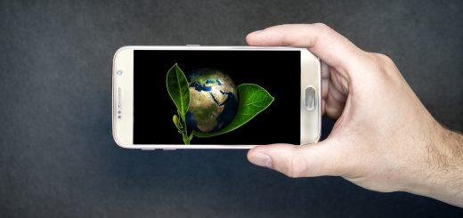 teléfono inteligente 520x245 - Tecnología ambiental: ¿de qué manera puede ayudarnos a salvar la Tierra?